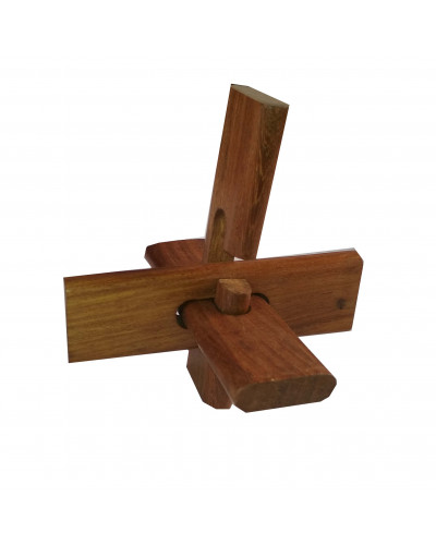 3 Pieces Of Wood Game